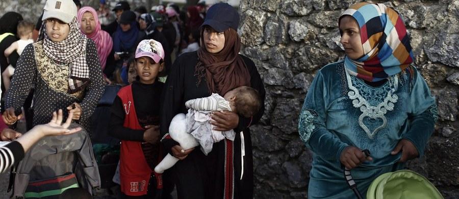 Ministerstwo spraw zagranicznych Turcji zaprzeczyło w niedzielę doniesieniom, jakoby turecka straż graniczna otworzyła ogień do syryjskich cywilów uciekających przed dżihadystami z Państwa Islamskiego (IS).