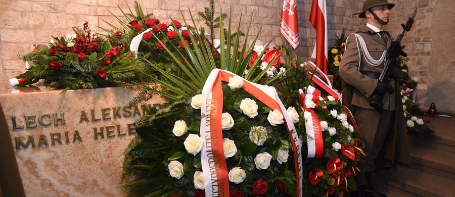 Po raz kolejny zwracam uwagę na potrzebę właściwego nazwania miejsca wiecznego spoczynku Prezydenta Rzeczypospolitej Polskiej Lecha Kaczyńskiego i jego małżonki Marii w podziemiach królewskiej katedry na Wawelu.