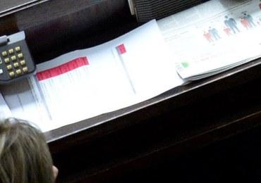 """Prokuratura wszczyna dwa postępowania sprawdzające w sprawie głosowania """"na dwie ręce"""""""