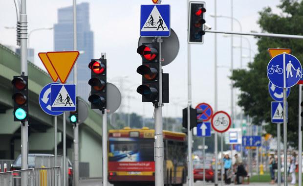 """Ile """"sekundników"""" jest zamontowanych na skrzyżowaniach i czy spełniają swoją rolę? To pytanie, jakie Ministerstwo Infrastruktury zadało wojewodom. Mają oni jeszcze miesiąc na zebranie danych statystycznych i odesłanie odpowiedzi do resortu."""