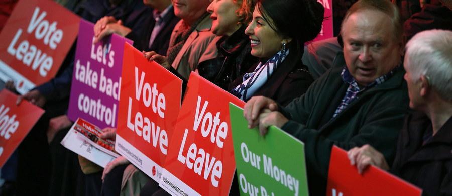 54 proc. Brytyjczyków chce pozostać w Unii Europejskiej. To wyniki najnowszego sondażu ICM dla dziennika Guardian. Ostatnie badania wskazywały raczej na mniejszą równowagę, z nieznacznym tylko wskazaniem na pozostanie we wspólnocie. Oficjalna kampania ruszyła w ubiegłym tygodniu, referendum w sprawie tzw. Brexitu odbędzie się pod koniec czerwca.