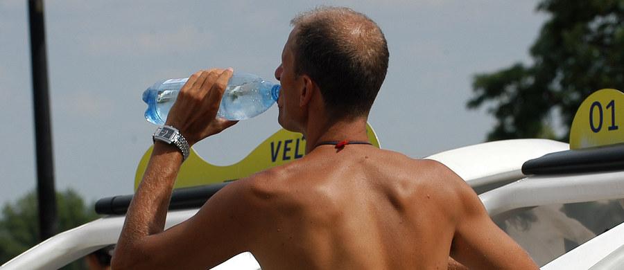 Ponad 2 tys. osób zaraziło się w regionie Barcelony wirusem wywołującym grypę żołądkową, prawdopodobnie po wypiciu butelkowanej wody, która była rozprowadzana w firmach - ogłosiły lokalne władze sanitarne. Firma, która zajmuje się dystrybucją wody wycofuje z rynku ponad 6 tys. 19-litrowych butli.