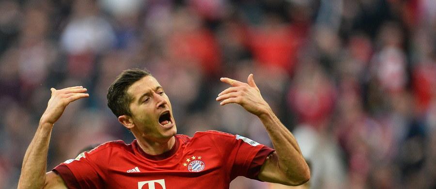 """Niemiecki magazyn piłkarski """"Kicker"""" uznał Roberta Lewandowskiego najlepszym piłkarzem 30. kolejki tamtejszej ekstraklasy. Polak zdobył dwie bramki dla Bayernu Monachium w meczu z Schalke 04 Gelsenkirchen, wygranym 3:0. Zawodnikiem weekendu został po raz czwarty."""