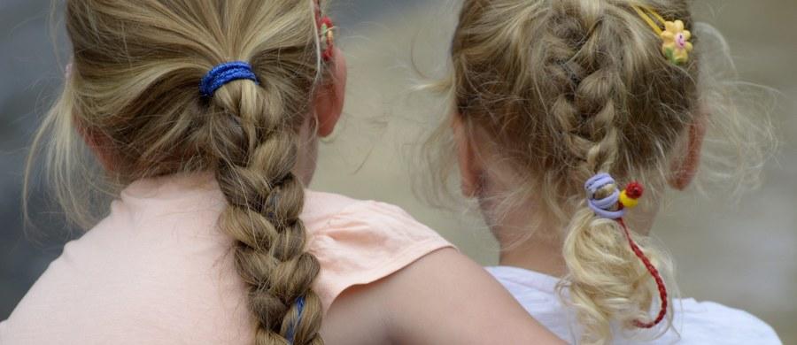 Nawet kilkanaście dziewczynek w wieku od 7 do 13 lat mogło paść ofiarą molestowania przez duchownego, który uczył religii w szkole w Kluszkowcach na Podhalu. Śledztwo w tej sprawie wszczęła dziś prokuratura w Nowym Targu - donosi reporter RMF FM Maciej Pałahicki.