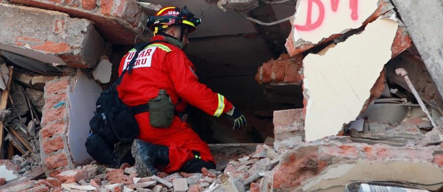 Kilkadziesiąt godzin po sobotnim trzęsieniu ziemi w Ekwadorze ratownicy wydobyli spod gruzów hotelu w mieście Portoviejo żywego mężczyznę - podała we wtorek agencja EFE. Położone na zachodzie kraju miasto jest jednym z najbardziej dotkniętych przez kataklizm.
