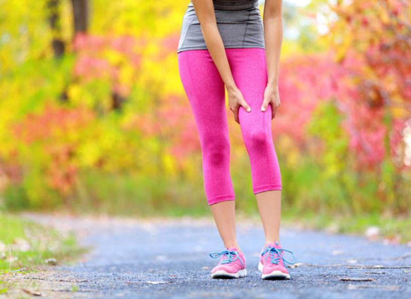 Aktywność fizyczna, która jest nieodłącznym elementem dbania o doskonałą formę i zdrowie, ma także swoje mniej przyjemne oblicze. Intensywny trening może się bowiem zakończyć zakwasami, bólem mięśni, a nawet kontuzją. To wszystko skutek braku odpowiedniego przygotowania mięśni do wzmożonego wysiłku i zbyt dużego obciążenia.