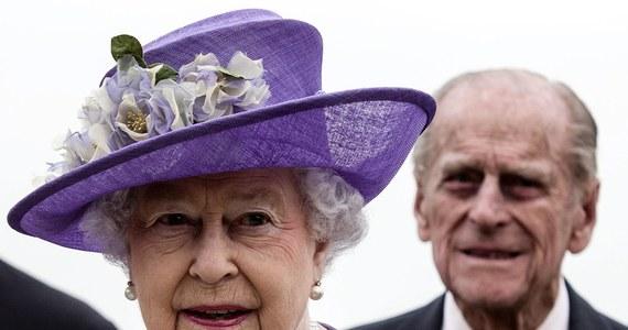 Brytyjska królowa Elżbieta II poszukuje specjalisty od internetowego wizerunku. Oferuje pensję w wysokości 50 tys. funtów rocznie. Pałac Buckingham  pragnie utrzymać kontakt z najmłodszymi poddanymi, dlatego strony internetowe muszą wyglądać atrakcyjnie.