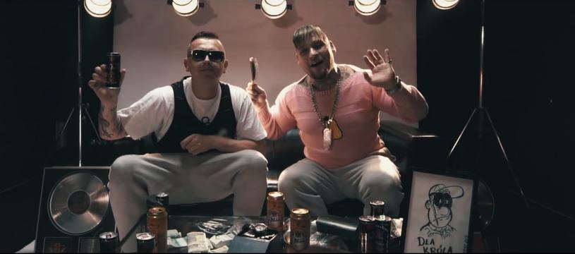 """""""Kapitan Kox"""" to szósty teledysk promujący nowy album Gangu Albanii """"Ciężki gnój""""."""