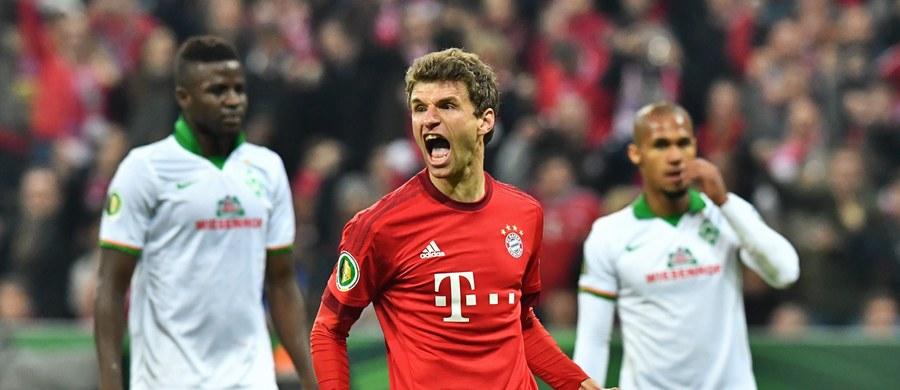 Piłkarze Bayernu Monachium awansowali do finału Pucharu Niemiec. Na własnym stadionie pokonali Werder Brema 2:0 (1:0). Obie bramki zdobył Thomas Mueller. Całe spotkanie w barwach Bawarczyków rozegrał Robert Lewandowski.