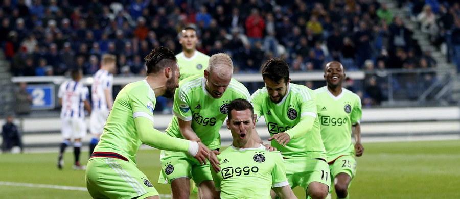 Piłkarz Ajaksu Amsterdam Arkadiusz Milik zdobył dwie bramki, w tym jedną z rzutu karnego, w wyjazdowym meczu 32. kolejki holenderskiej ekstraklasy z Heerenveen (2:0). Polski napastnik ma 21 goli w obecnym sezonie i zajmuje trzecie miejsce w klasyfikacji strzelców.