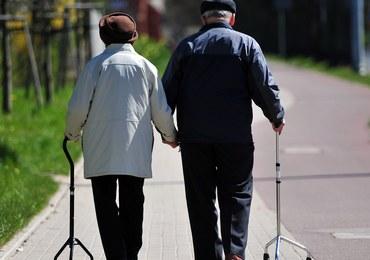 """Zamiast obniżenia wieku emerytalnego resort finansów chce go """"zamrozić"""""""