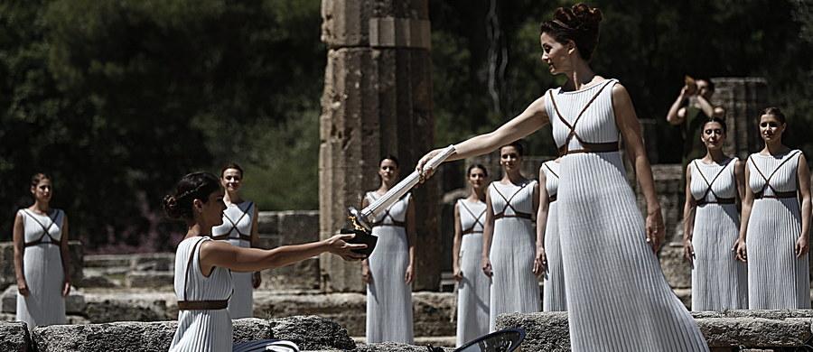 W ruinach świątyni Hery w starożytnej Olimpii na Peloponezie przy pomocy promieni słonecznych wzniecony został ogień, który 5 sierpnia zapłonie na stadionie Maracana w Rio de Janeiro. Zainauguruje on letnie igrzyska.