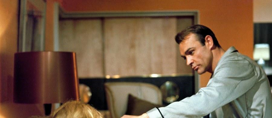 """Brytyjski reżyser Guy Hamilton zmarł w wieku 93 lat w szpitalu w Palmie na hiszpańskiej Majorce. Był twórcą czterech filmów o przygodach Jamesa Bonda i paradokumentalnego dramatu wojennego """"Bitwa o Anglię""""."""