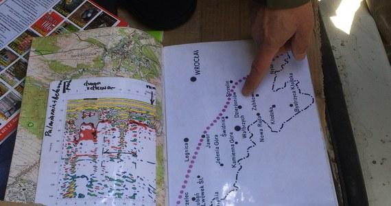 """Trzy kilometry od miejsca ukrycia """"złotego pociągu"""" w Wałbrzychu może być tajemniczy, zasypany tunel kolejowy. Ruszyły już badania tego miejsca. Grupa Eksploracyjna Miesięcznika Odkrywca szuka także śladów dawnego dworca przeładunkowego. Tropem wskazującym działkę jest odpis niemieckiego listu. Jest w nim mowa o pociągu z archiwami, który stał na bocznicy. Później dokumenty znikły."""