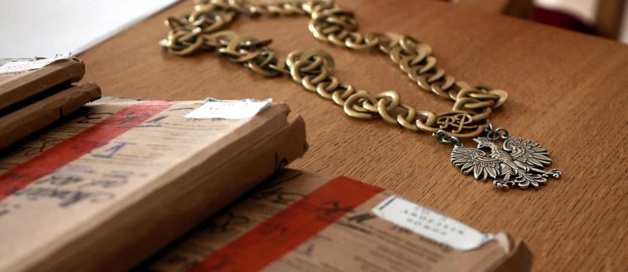 Dożywocie dla b. strażniczki więziennej Moniki A. i 25 lat więzienia dla jej wspólnika Grzegorza R. - taki wyrok wydał warszawski sąd w głośnej sprawie zabójstwa 86-letniego byłego agenta nieruchomości. Motywem była chciwość - ocenił sąd.