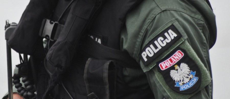 Cztery osoby podejrzane o próbę wyłudzenia w sumie ok. miliona złotych haraczu od znanego olsztyńskiego biznesmena zatrzymali funkcjonariusze Centralnego Biura Śledczego Policji. Akcję przeprowadzono we współpracy z antyterrorystami i Strażą Graniczną.