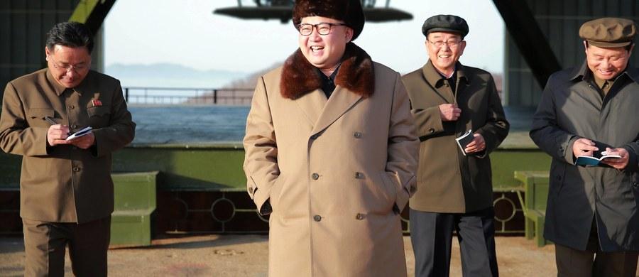 Korea Płn. wystrzeliła pocisk balistyczny z okrętu podwodnego, który znajdował się u jej wschodnich wybrzeży - poinformowały źródła w Seulu. Nasilają się spekulacje, że Pjongjang może w najbliższym czasie dokonać kolejnej próby z bronią nuklearną.