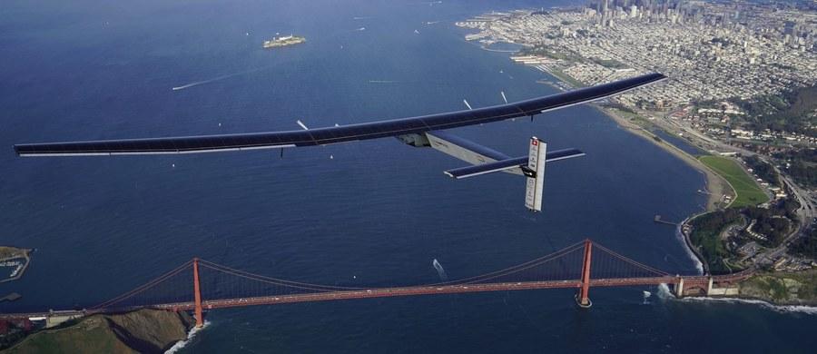 Samolot o napędzie słonecznym Solar Impulse 2 bezpiecznie wylądował w sobotę w nocy czasu lokalnego w Dolinie Krzemowej w Kalifornii po 62-godzinnym locie nad Pacyfikiem z Hawajów do San Francisco.