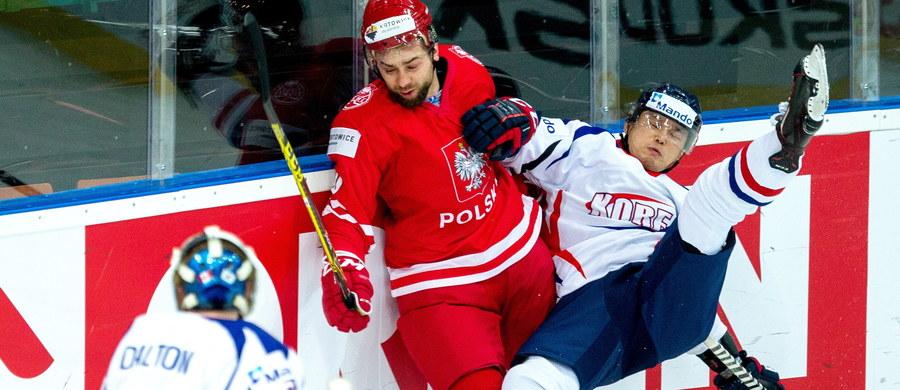 Polska przegrała z Koreą Południową 1:4 (0:0, 0:2, 1:2) w swoim drugim meczu rozgrywanych w katowickim Spodku hokejowych mistrzostw świata Dywizji 1A. Hat-trickiem popisał się Michael Swift.