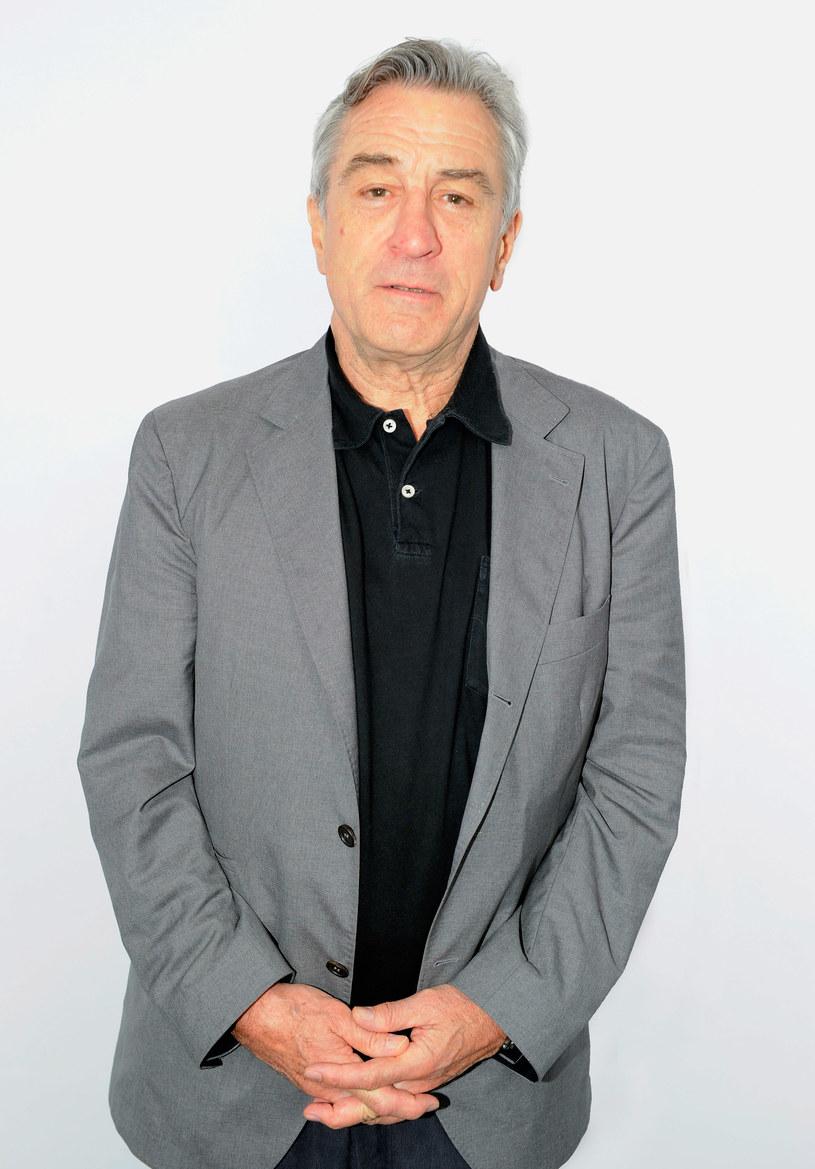 """Robert De Niro nie znosi wywiadów - dowiadujemy się z jego nowej biografii. Jeśli już zgodzi się na pogawędkę, jest małomówny. """"Nie potrafię ubierać w słowa tego, co czuję. A niektórymi odczuciami nie chciałbym się dzielić z innymi"""" - wyjaśnia aktor."""