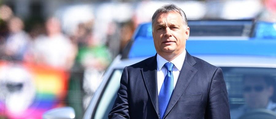 """Premier Węgier Viktor Orban oświadczył, że """"islamizacja"""" jest w jego kraju zakazana konstytucyjnie. Mówił o tym w parlamencie na uroczystości w 5. rocznicę zatwierdzenia konstytucji, która jest krytykowana przez opozycję."""