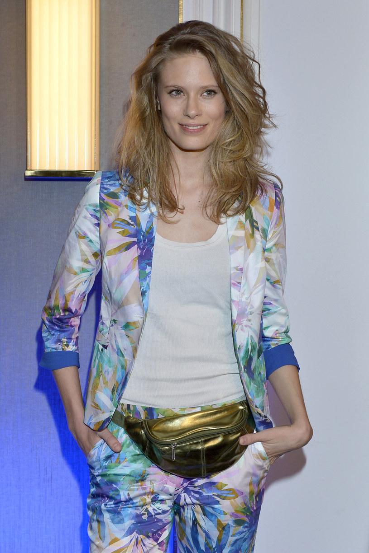 """Julia Pietrucha zaprezentowała teledysk do utworu """"On My Own"""". Piosenka pochodzi z jej debiutanckiego albumu """"Parsley""""."""