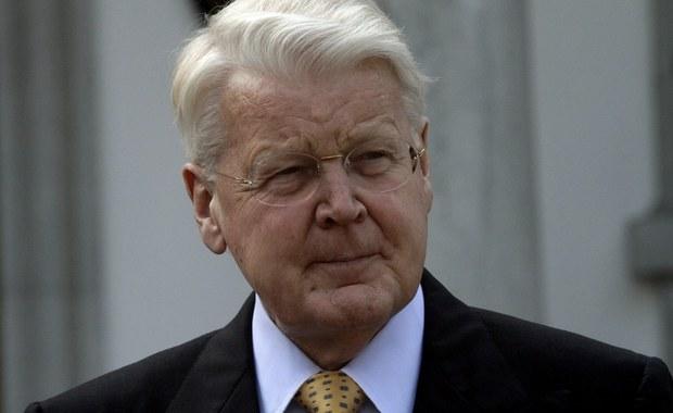 """Rodzina prezydenta Islandii Olafura Ragnara Grimssona jednak pojawiła się w aferze """"Panama Papers"""". Grimsson do tej pory tłumaczył, że o niczym nie wiedział i wbrew wcześniejszym deklaracjom chce się ubiegać o kolejną kadencję - informuje agencja dpa. Powołuje się ona na niemiecki dziennik """"Sueddeutsche Zeitung"""" i islandzki tabloid """"The Reykjavik Grapevine""""."""