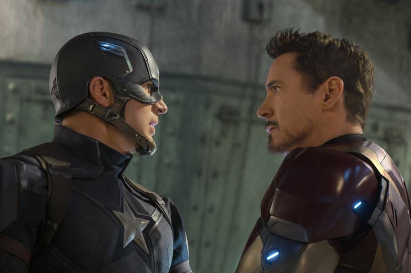 """Kto jest winny, gdy walą się kolejne budynki i rośnie liczba ofiar? Kto będzie na tyle silny, aby zapanować nad bohaterami i poskromić ich przerażające zdolności?  W najnowszej produkcji Marvela """"Kapitan Ameryka: Wojna bohaterów"""" dojdzie do rozłamu w drużynie Avengers, w wyniku którego utworzą się dwa obozy. Jednym dowodzić będzie Steve Rogers/Kapitan Ameryka, a drugim - niespodziewanie - Tony Stark/Iron Man. Film w reżyserii braci Russo wejdzie do kin już 6 maja."""