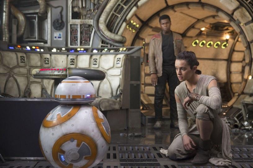 """Film J.J. Abramsa """"Gwiezdne wojny: Przebudzenie Mocy"""" jest już dostępny na płytach Blu-ray i DVD. Z tej okazji dla naszych użytkowników mamy konkurs z atrakcyjnymi nagrodami. Sprawdźcie szczegóły!"""