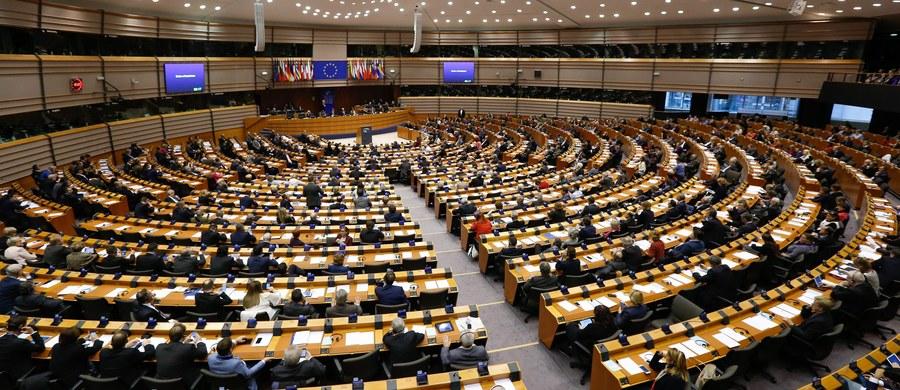 Socjaliści w Parlamencie Europejskim chcą kolejnej debaty i rezolucji o Polsce, w tym na temat mediów oraz planów zaostrzenia przepisów o aborcji. W środę zaproponowali, by debata odbyła się jeszcze tego samego dnia, ale ostatecznie zgodzili się ją odłożyć. O ewentualnym terminie dyskusji na temat Polski zdecyduje konferencja przewodniczących, czyli przywódców grup politycznych w PE.