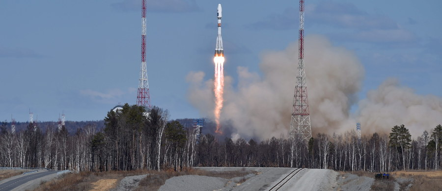Rakieta Sojuz 2.1a pomyślnie wystartowała w czwartek nad ranem z nowego kosmodromu Wostocznyj wynosząc na orbitę okołoziemską trzy satelity naukowe. Pierwsza próba startu w środę, którą obserwował osobiście prezydent Putin, była nieudana.