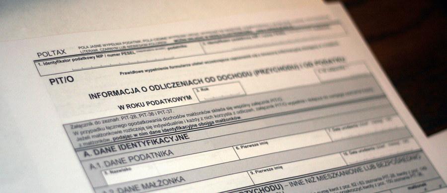 Urzędy skarbowe w całej Polsce, dziś i jutro, wydłużają godziny pracy. To ostatnia chwila na rozliczenie się z fiskusem - czas jest bowiem do poniedziałku, 2 maja.