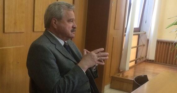 Przywrócenia do pracy i wypłaty 240 tysięcy złotych odszkodowania, domaga się były prezes stadniny w Janowie Podlaskim Marek Trela. Planowany na czwartek proces przed sądem pracy w Białej Podlaskiej, jednak nie rozpoczął się. Został odroczony do 28 czerwca.