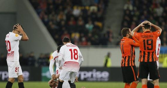 Michael Krohn-Dehli doznał groźnego urazu kolana podczas czwartkowego meczu piłkarskiej Ligi Europejskiej. Piłkarz Sevilli padł na murawę w 70. minucie i szybko został przewieziony do szpitala.