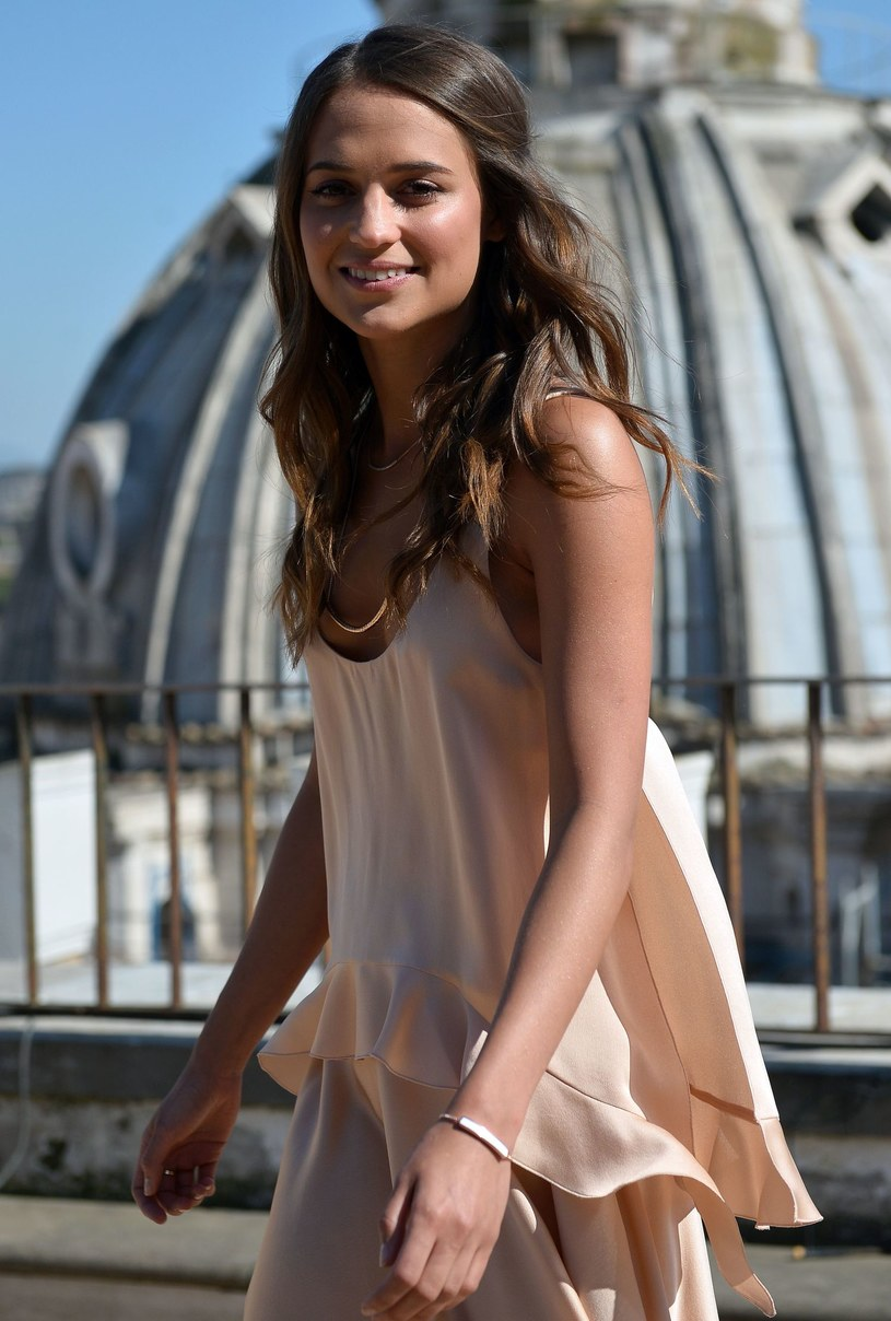 """Tegoroczna zdobywczyni Oscara Alicia Vikander zagra Larę Croft w kolejnej ekranizacji popularnej serii gier """"Tomb Raider"""". Wcześniej w tę bohaterkę dwukrotnie wcielała się Angelina Jolie."""