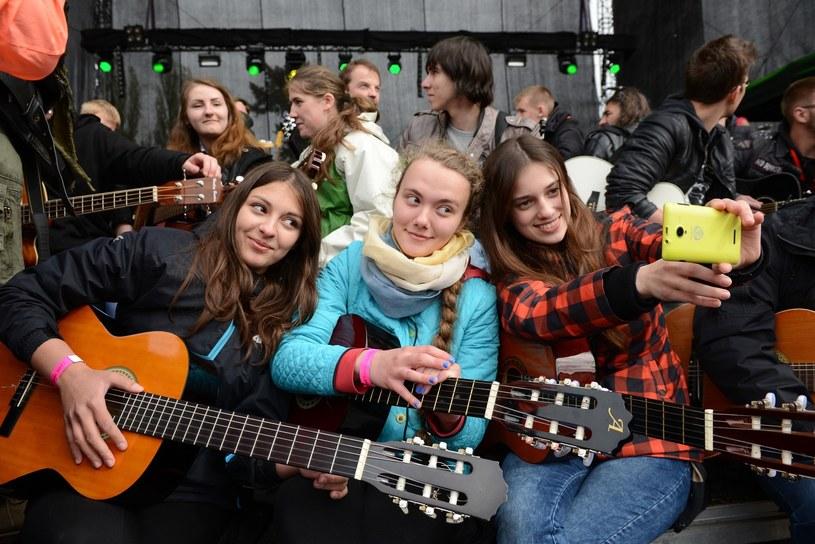 W niedzielę (1 maja) na Rynku we Wrocławiu po raz 14. odbędzie się próba pobicia Gitarowego Rekordu Guinessa. Dotychczasowy rekord - ustanowiony w 2014 r. - wynosi 7344 uczestników grających równocześnie na gitarach.