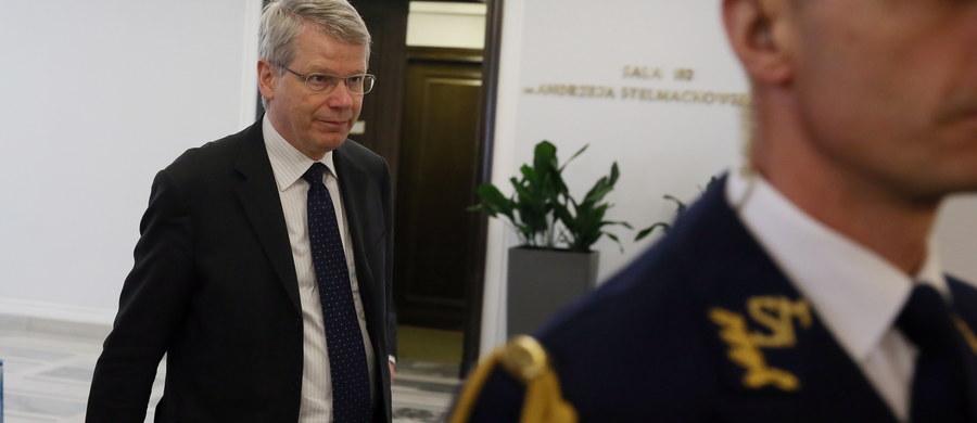 Zakończyły się warszawskie rozmowy delegacji Komisji Weneckiej ws. noweli ustawy o policji, zmieniającej zasady inwigilacji. Prowadziła je przez dwa dni z przedstawicielami parlamentu, władz, korporacji prawniczych, RPO i organizacji pozarządowych. Komisja przygotowuje opinię w tej sprawie na prośbę Zgromadzenia Parlamentarnego Rady Europy; ma ono zostać przyjęte przez Komisję 10-11 czerwca.