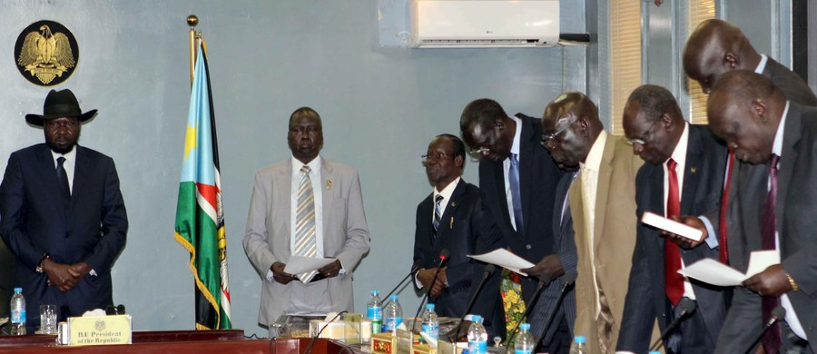 Po ponad dwóch latach krwawej wojny domowej w piątek w Sudanie Południowym zaprzysiężono Tymczasowy Rząd Jedności Narodowej. To pierwszy krok na trudnej drodze do pokoju.
