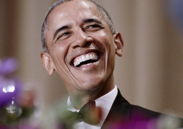 Obama dał popis na kolacji dla prasy. Oberwało się Trumpowi, Clinton i... księciu George'owi