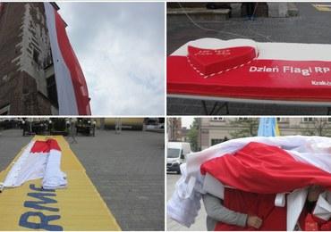 """W Dniu Flagi """"ubraliśmy"""" krakowską wieżę ratuszową w biało-czerwone barwy!"""