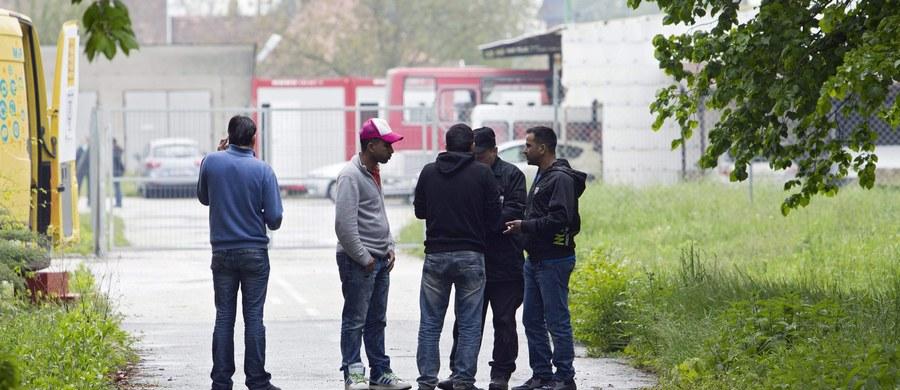 Francuskie siły bezpieczeństwa ewakuowały w środę rano 277 migrantów, którzy od prawie dwóch tygodni zajmowali remontowany budynek paryskiego liceum. W wyniku starć z osobami protestującymi w obronie migrantów lekkie obrażenia odniosło czterech żandarmów.