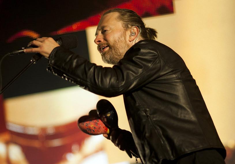 """Po zniknięciu z mediów społecznościowych, wysyłaniu pocztówek fanom oraz dwóch krótkich zapowiedziach, Radiohead opublikowali teledysk do utworu """"Burn The Witch""""."""
