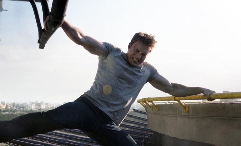 """Jego gwiazda w Hollywood świeci jasnym światłem, akcje aktorskie zwyżkują, a on sam już drugi rok z rzędu został wybrany przez """"Glam Magazine"""" najseksowniejszym żyjącym aktorem. Chris Evans, bo o nim mowa, zdobył serca widzów na całym świecie wcielając się w postać najbardziej uprzejmego superbohatera - Kapitana Amerykę."""