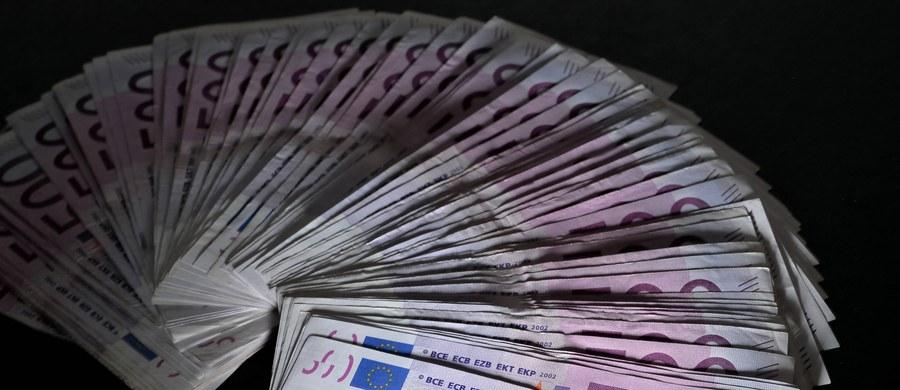 Europejski Bank Centralny (EBC) ogłosił, że od końca 2018 roku zaprzestanie emisji banknotów o najwyższym nominale, czyli 500 euro. Banknoty, które znajdują się w obiegu, zachowają ważność bezterminowo jako środek płatniczy w krajach strefy euro.