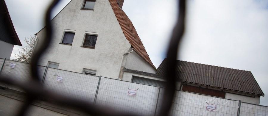 Na policję w Niemczech zgłosiła się 51-letnia kobieta z Berlina, która twierdzi, że przez trzy miesiące była więźniem byłych małżonków z Höxter. Para, o której niemieckie media piszą: Wilfried W. i Angelika B., została zatrzymana pod zarzutem przetrzymywania i znęcania się nad kobietami. Dwie z nich zmarły. Swoje ofiary sadyści zwabiali ogłoszeniami w prasie i na portalach randkowych.
