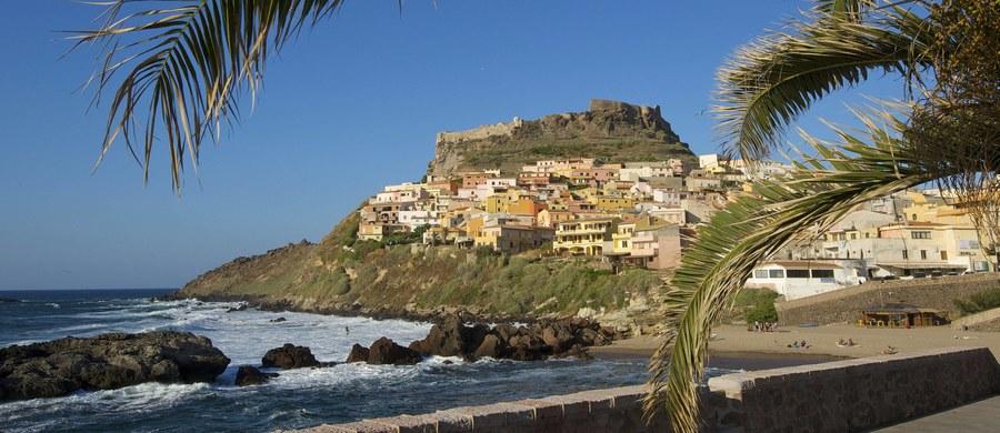 Niecodzienna okazja na włoskiej Sardynii: domy w dwóch tamtejszych miejscowościach sprzedawane są po… 1 euro! Celem inicjatywy, wspieranej finansowo przez władze regionu, jest zaludnienie pustoszejących miasteczek i wyremontowanie budynków, które niszczeją.