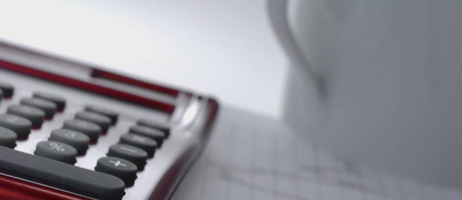 """""""Już ponad 1 mln 75 tys. osób pracowało w Polsce w zeszłym roku w szeroko pojętej administracji publicznej"""" – pisze w piątkowym wydaniu """"Rzeczpospolita"""". Gazeta omawia wyniki Badania Aktywności Ekonomicznej Ludności przedstawionego przez Eurostat."""