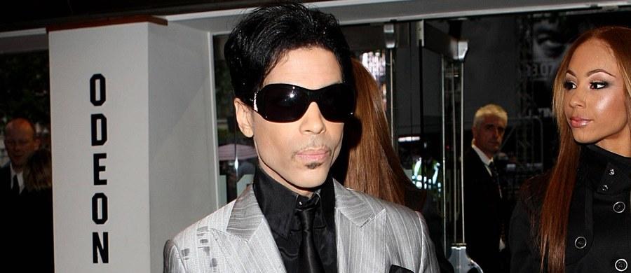 Prokuratura bada powody, dla których dr Howard Kornfeld z Kalifornii, niemający uprawnień do leczenia w stanie Minnesota, zaordynował Prince'owi buprenorfinę, a jego syn Andrew dostarczył ją osobiście, przylatując do Minneapolis - podała agencja Associated Press. O pomoc dla muzyka telefonicznie poprosili dr. Kornfelda asystenci Prince'a.