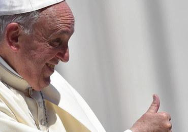 """Papież otrzymał nagrodę Karola Wielkiego. """"Śle przesłanie nadziei i zachęty"""""""