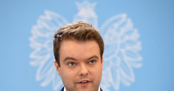 Minister koordynator służb specjalnych Mariusz Kamiński przeprowadził audyt służb specjalnych - poinformował rzecznik rządu Rafał Bochenek. Wnioski z dokumentu, który obejmuje lata 2007-2015, wkrótce mają być upublicznione.